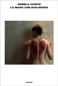Copertina del libro La mano che non mordi di Ornela Vorpsi