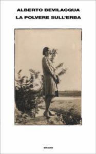 Copertina del libro La polvere sull'erba di Alberto Bevilacqua