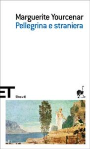 Copertina del libro Pellegrina e straniera di Marguerite Yourcenar