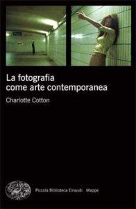 Copertina del libro La fotografia come arte contemporanea di Charlotte Cotton