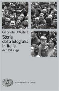 Copertina del libro Storia della fotografia in Italia di Gabriele D'Autilia
