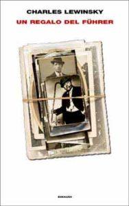Copertina del libro Un regalo del Führer di Charles Lewinsky