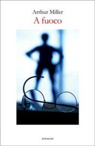 Copertina del libro A fuoco di Arthur Miller