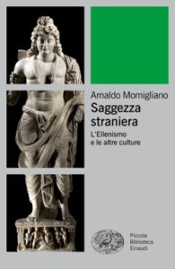 Copertina del libro Saggezza straniera di Arnaldo Momigliano